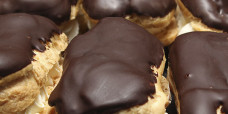 chocolate-eclair-gusto-bakery