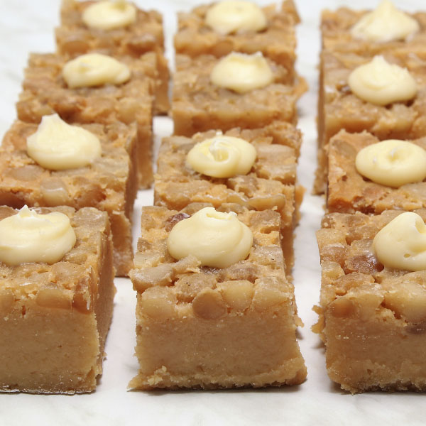 macadamia-brownie-gusto-bakery