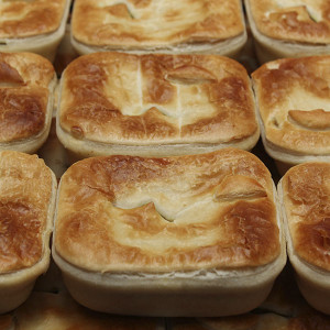 savoury-pie-steak-curry-gusto-bakery (3)