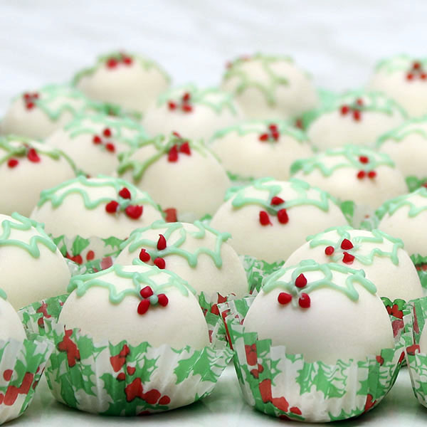 seasonal-christmas-fruit-cake-truffles-gusto-bakery (2)