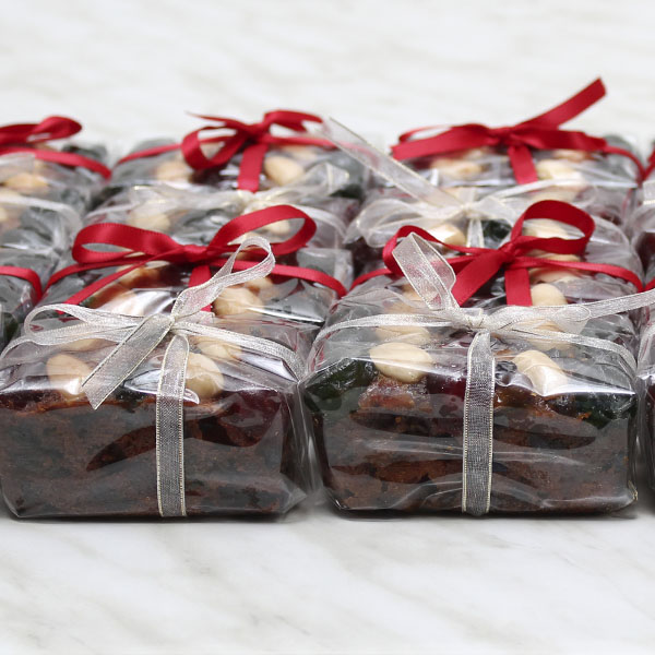 seasonal-christmas-mini-fruit-cake-gusto-bakery (2)