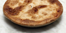 savoury-family-pie-beef-meat-gusto-bakery (1)