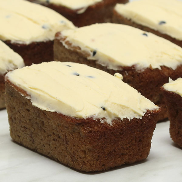 desserts-banana-passionfruit-cake-gusto-bakery