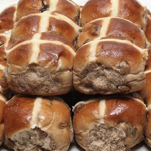 seasonal-easter-hot-cross-buns-gusto-bakery