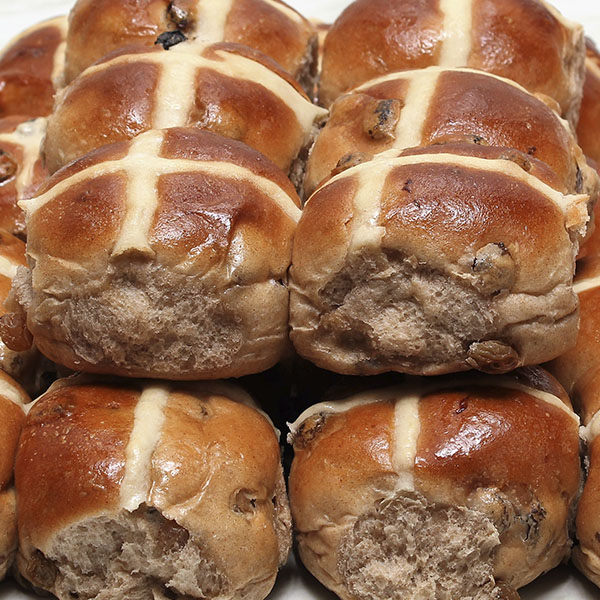 seasonal-easter-hot-cross-buns-gusto-bakery