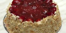 baked-cheesecake-fresh-strawberries-gusto-bakery-dessert