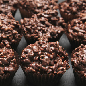 chocolate-crackles-gusto-bakery