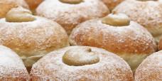custard-donuts-gusto-bakery
