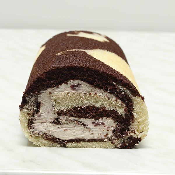 desserts-black-forest-roulade-fresh-cream-roll-gusto-bakery (9)