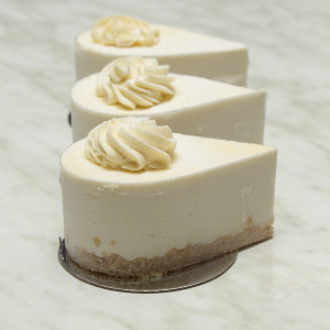 desserts-lemon-cheesecake-individual-gusto-bakery