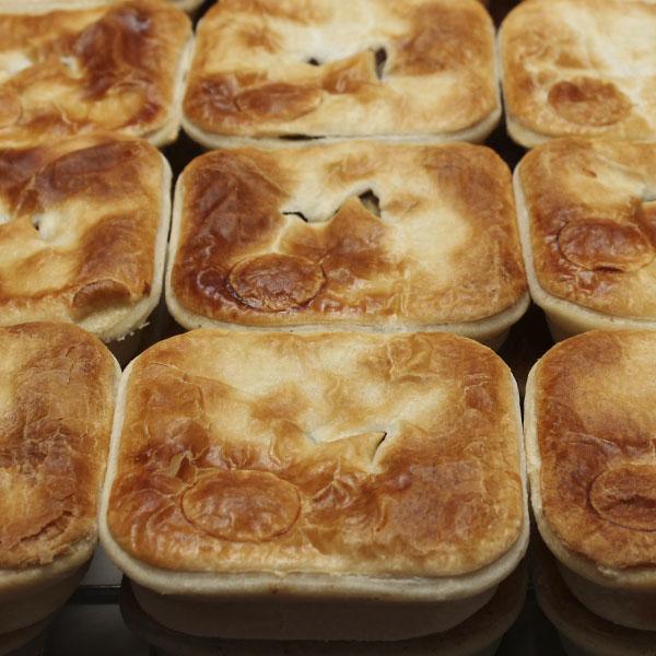 savoury-pie-steak-onion-gusto-bakery (3)
