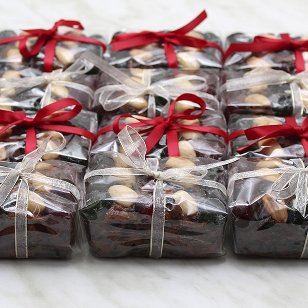 seasonal-christmas-mini-fruit-cake-gusto-bakery (4)