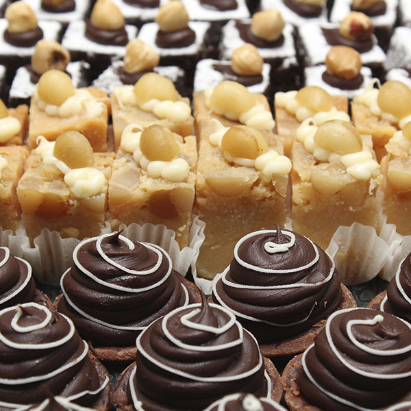 slices-petit-fours-desserts-gusto-bakery (4)