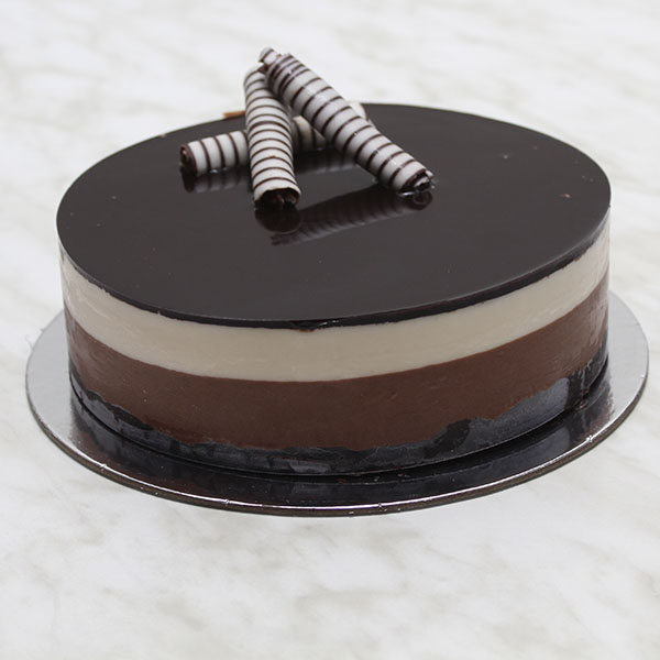 desserts-two-tone-mousse-cake-chocolate-gusto-bakery (1)