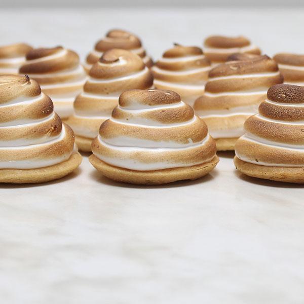 slices-lemon-meringue-tarts-petit-fours-gusto-bakery (4)