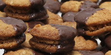 biscuits-anzac-salted-caramel-peanut-butter-chocolate-gusto-bakery